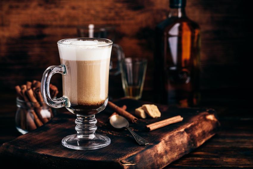 https://cf.ltkcdn.net/cocktails/images/slide/252257-850x568-irish-coffee-mug.jpg