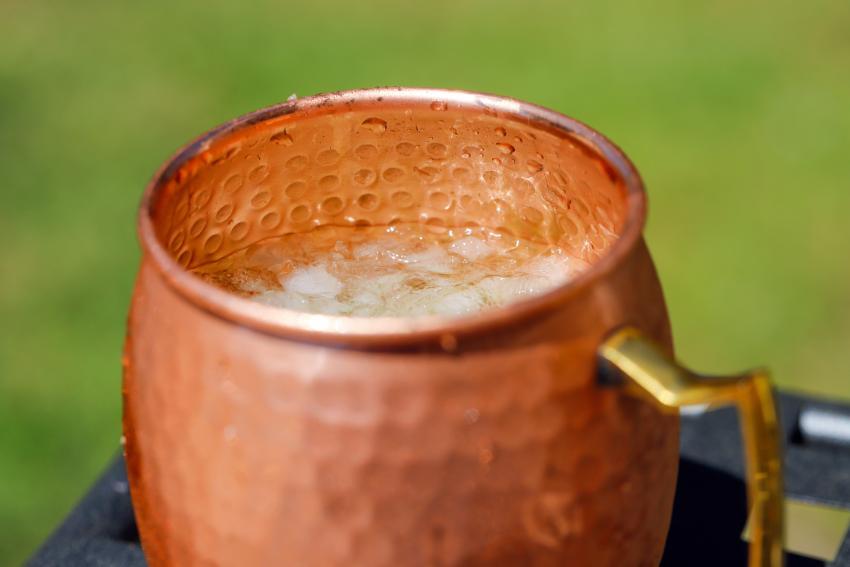 https://cf.ltkcdn.net/cocktails/images/slide/252258-850x567-mule-cup.jpg