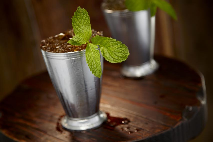 https://cf.ltkcdn.net/cocktails/images/slide/252259-850x567-julep-cup.jpg