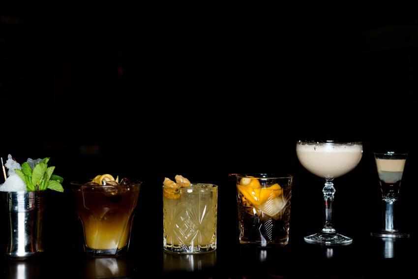https://cf.ltkcdn.net/cocktails/images/slide/252260-850x567-cocktail-glasses-in-a-row.jpg