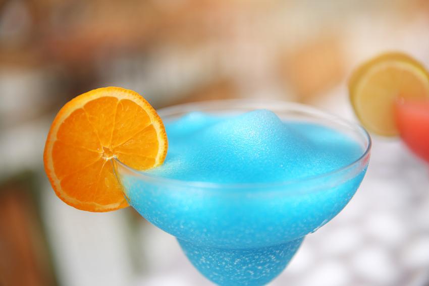 https://cf.ltkcdn.net/cocktails/images/slide/252408-850x567-ocean-blue-daiquiri.jpg