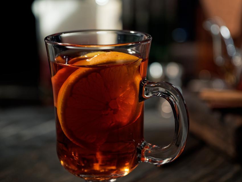 https://cf.ltkcdn.net/cocktails/images/slide/253545-850x638-orange-molasses-hot-toddy.jpg