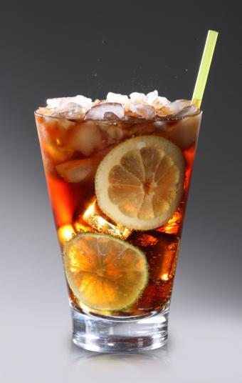 https://cf.ltkcdn.net/cocktails/images/slide/108345-539x850-Cuba_Libre.jpg