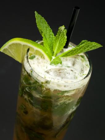 https://cf.ltkcdn.net/cocktails/images/slide/108349-600x800-Mojito.jpg