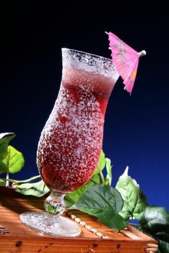 https://cf.ltkcdn.net/cocktails/images/slide/108420-566x848-Mixed_berry_Daiquiri.jpg
