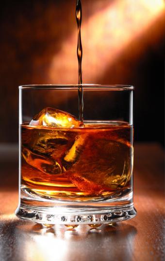 https://cf.ltkcdn.net/cocktails/images/slide/129747-539x850r1-Pouring-whisky.jpg
