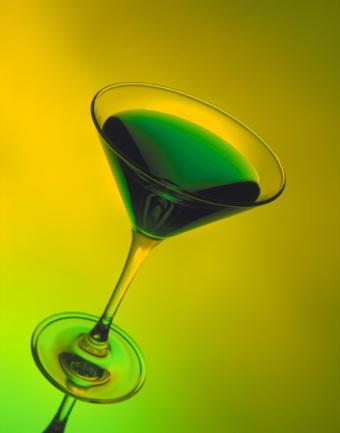https://cf.ltkcdn.net/cocktails/images/slide/129748-614x782r1-Green-Irish-martini.jpg
