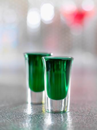 https://cf.ltkcdn.net/cocktails/images/slide/129750-600x800r1-Mint-liqueur-shooter.jpg