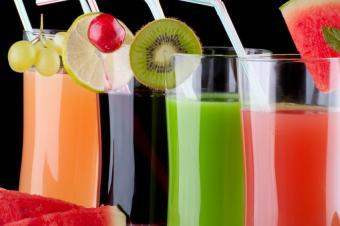 https://cf.ltkcdn.net/cocktails/images/slide/175645-849x565-fruity-drinks.jpg
