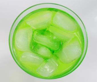https://cf.ltkcdn.net/cocktails/images/slide/175649-751x639-Midori-cocktail.jpg