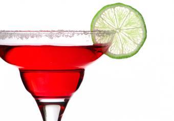 https://cf.ltkcdn.net/cocktails/images/slide/175650-831x578-pomegranate-margarita.jpg