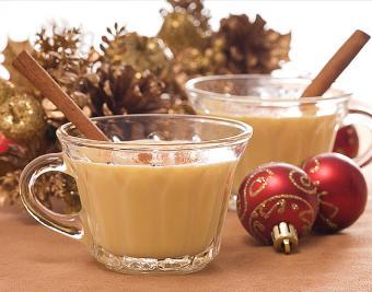 https://cf.ltkcdn.net/cocktails/images/slide/182931-850x668-white-christmas-nog.jpg