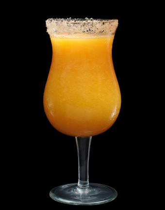 https://cf.ltkcdn.net/cocktails/images/slide/182963-668x850-holiday-mimosa.jpg