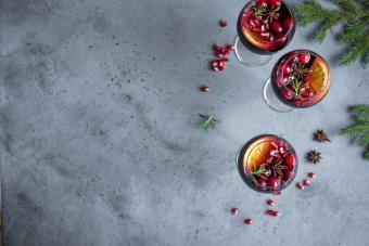 https://cf.ltkcdn.net/cocktails/images/slide/251264-850x567-cranberry-sangria.jpg