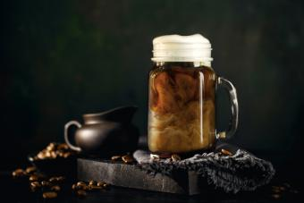 https://cf.ltkcdn.net/cocktails/images/slide/251269-850x567-draumbuie-coffee-cream.jpg