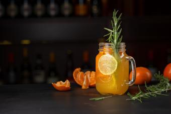 https://cf.ltkcdn.net/cocktails/images/slide/251273-850x567-satsuma-cocktail.jpg