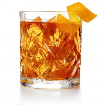 https://cf.ltkcdn.net/cocktails/images/slide/251277-839x850-fig-cardamom-old-fashioned.jpg