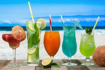 https://cf.ltkcdn.net/cocktails/images/slide/251669-850x565-tropical-cocktails.jpg