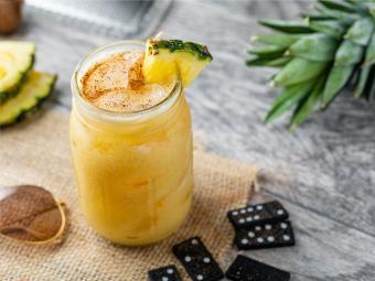 https://cf.ltkcdn.net/cocktails/images/slide/251672-850x638-painkiller-cocktail.jpg