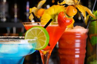 https://cf.ltkcdn.net/cocktails/images/slide/252249-850x567-fruity-cocktails.jpg