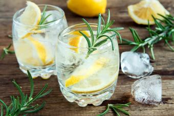 Tonic water cocktail