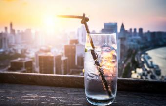 Sundowner Drinks Inspired by a Tasteful Tradition