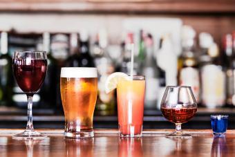 https://cf.ltkcdn.net/cocktails/images/slide/271229-850x566-types-cocktail-glasses-easy-guide-essentials.jpg