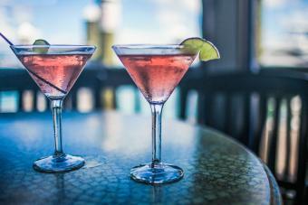 https://cf.ltkcdn.net/cocktails/images/slide/271234-850x566-cocktail-glass.jpg