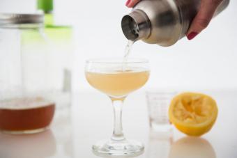 https://cf.ltkcdn.net/cocktails/images/slide/271236-850x566-coupe-glass.jpg