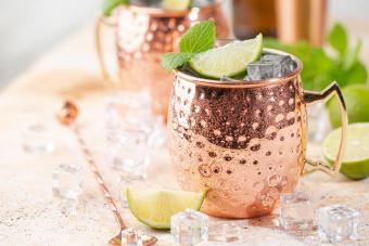 https://cf.ltkcdn.net/cocktails/images/slide/271242-850x566-mule-mug.jpg