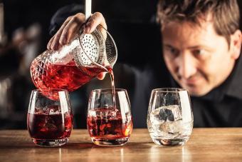 https://cf.ltkcdn.net/cocktails/images/slide/271245-850x566-mixing-glass.jpg