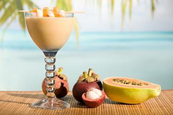https://cf.ltkcdn.net/cocktails/images/slide/271427-850x566-papaya-pineapple.jpg