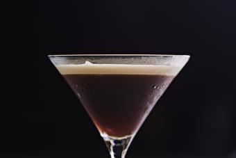 https://cf.ltkcdn.net/cocktails/images/slide/271428-850x566-coffee-martini.jpg