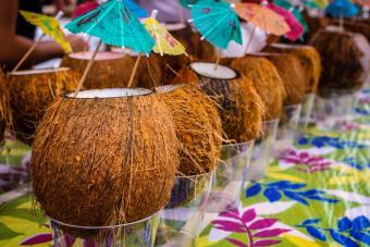 https://cf.ltkcdn.net/cocktails/images/slide/271430-850x566-coconut-cardamom.jpg
