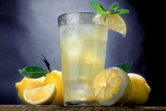 Limoncello Highball with lemons