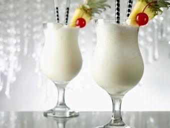 https://cf.ltkcdn.net/cocktails/images/slide/280017-850x638-pinacoladas.jpg