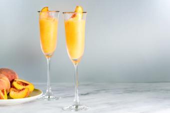 https://cf.ltkcdn.net/cocktails/images/slide/280029-850x567-frozen-peach-bellini.jpg