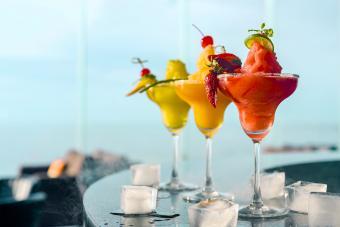 https://cf.ltkcdn.net/cocktails/images/slide/280035-850x567-blended-cocktails.jpg