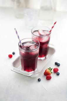 Berry sweet tea
