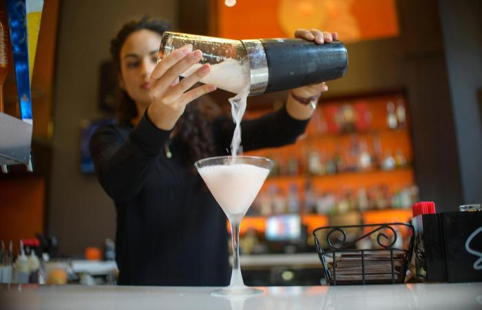 basic drinks to know before you try bartending  lovetoknow