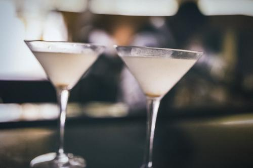 Dirty vodka martinis