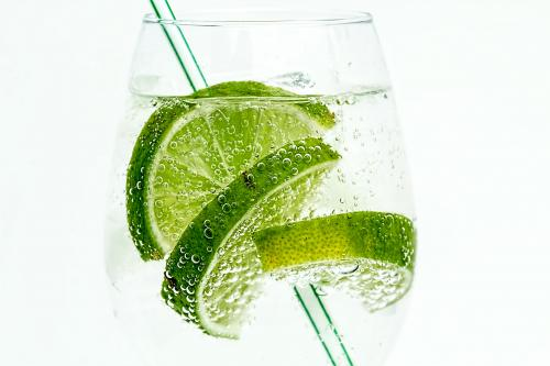 Vodka-soda-lime cocktail