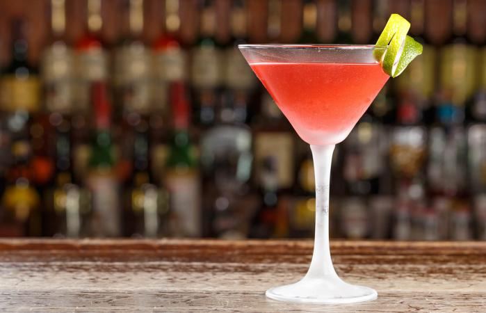 alcoholic cosmopolitan cocktail