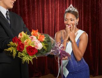 https://cf.ltkcdn.net/college/images/slide/203925-850x649-Beauty-queen.jpg