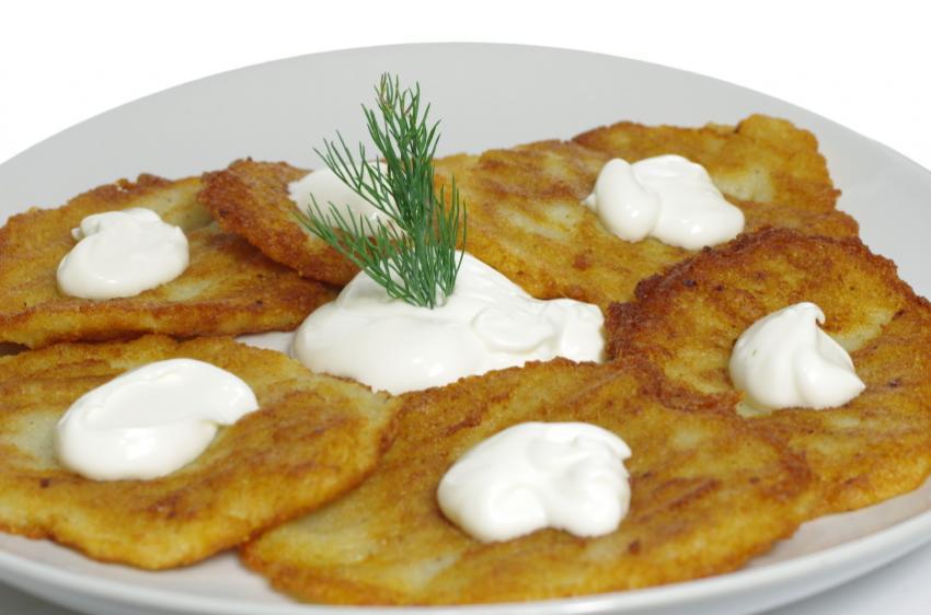 https://cf.ltkcdn.net/cooking/images/slide/166608-850x562-potato-pancakes.jpg