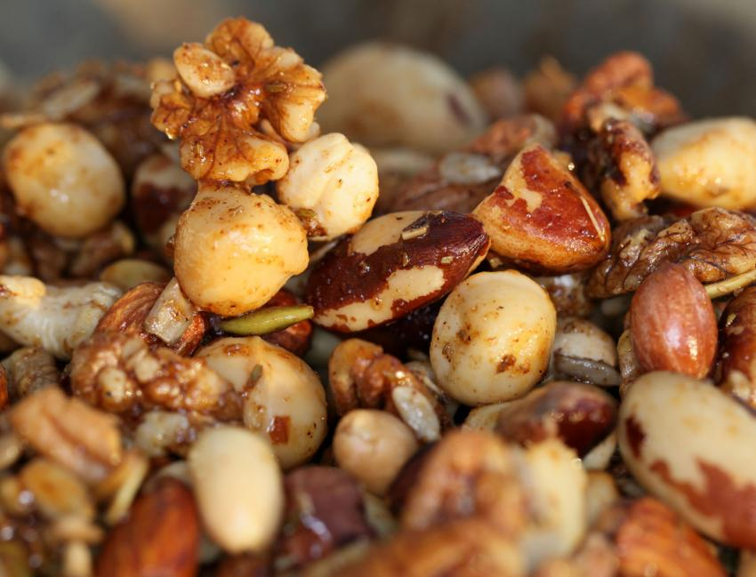 https://cf.ltkcdn.net/cooking/images/slide/202608-850x649-Spicy-Nuts.jpg