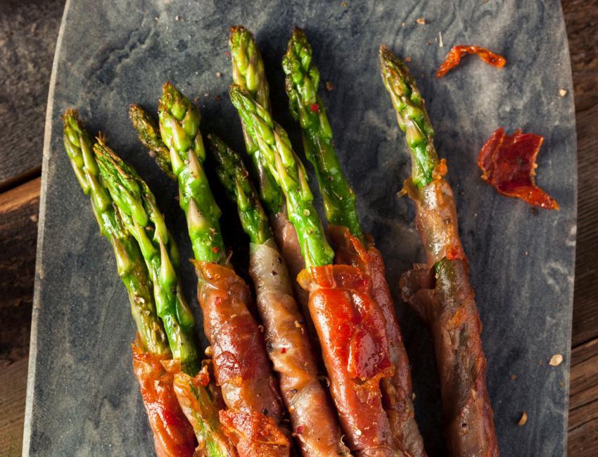 https://cf.ltkcdn.net/cooking/images/slide/202622-850x649-Prosciutto-Wrapped-Asparagus.jpg