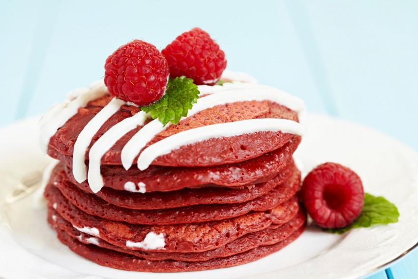 https://cf.ltkcdn.net/cooking/images/slide/204692-850x567-Stack-of-Red-Velvet-Pancakes.jpg