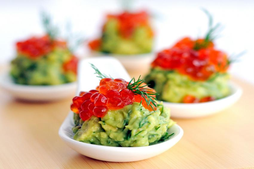 https://cf.ltkcdn.net/cooking/images/slide/218099-850x566-avocado-and-caviar.jpg