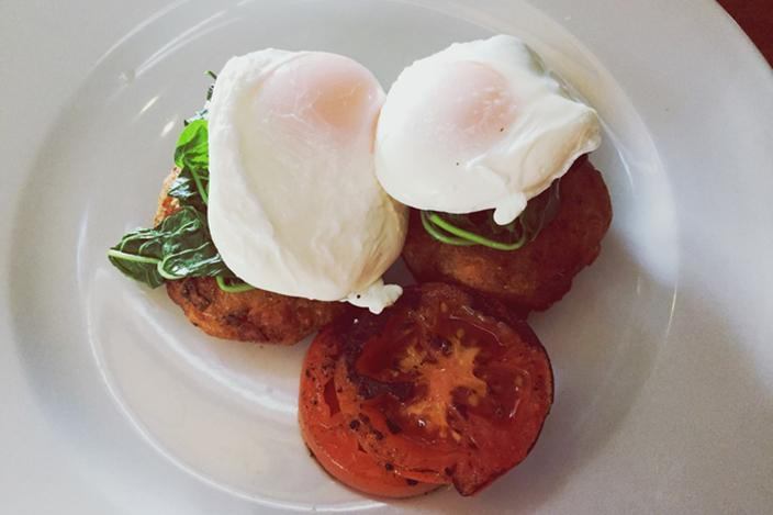 https://cf.ltkcdn.net/cooking/images/slide/221375-704x469-Poached-Eggs.jpg